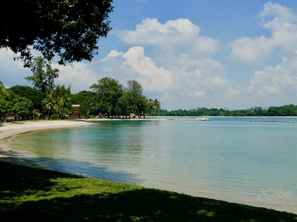 Tropical island feeling at Kusu Island |curlytraveller.com