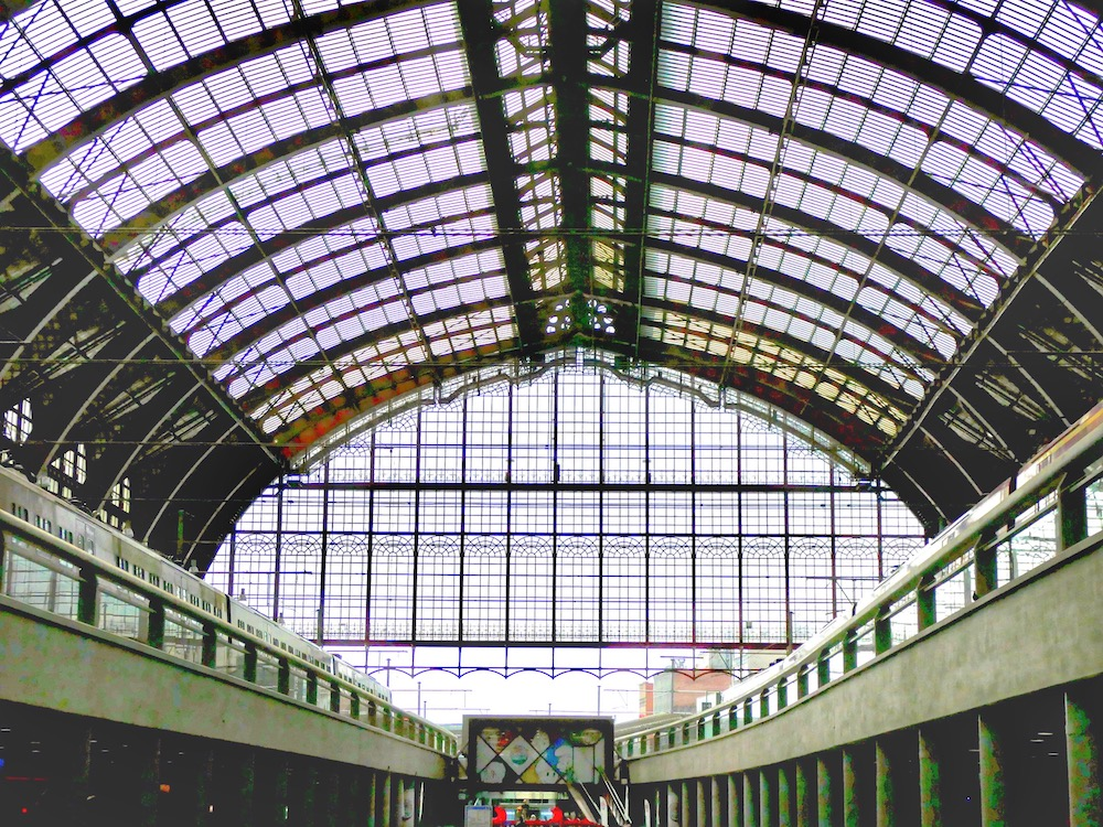 Glass dome over Antwerpen Centraal railway station |curlytraveller.com