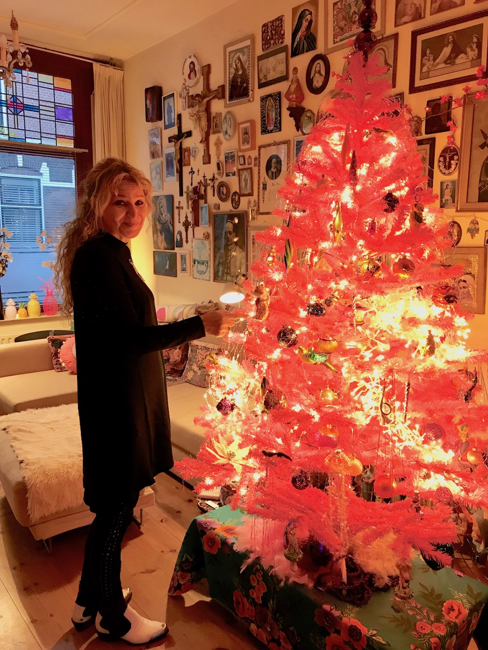 Woman standing next to a pink christmas tree |curlytraveller.com