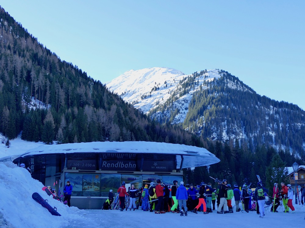 Queues for cable cars in St. Anton |curlytraveller.com