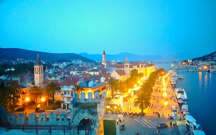 39-trogir-by-night-2