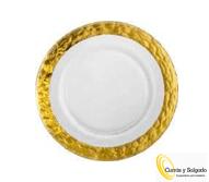 Este plato es una de las mejores colecciones de la marca eisch glass. Puede descargar el catálogo en este enlace:https://drive.google.com/file/d/1jcI71lJcXoIuzYeF04KE9z1dGXo1Wg_0/view Hay tres medidas, uno de postre de 20,5 cm, uno de 28 cm y uno grande de presentación de 34 cm. Este plato está pintado y fabricado a mano con 24 quilates. También los hay con los bordes plata, podemos informarle. Es conveniente lavar a mano, para el aguante diario. La presentación de productos en este plato, dejará impresionado a cualquier comensal. Esta vajilla se fabrica según pedido, suele servir en un plazo de diez días en península para otros destinos, consultar.