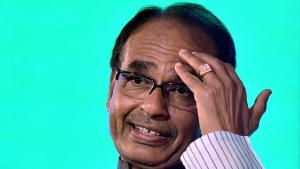 CBI lets Shivraj Singh Chouhan off Vyapam hook, heat now on Digvijaya