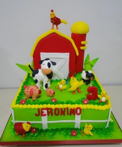 Torta Decorada como granja y muñecos de mazapan por Alexandra de Serrano
