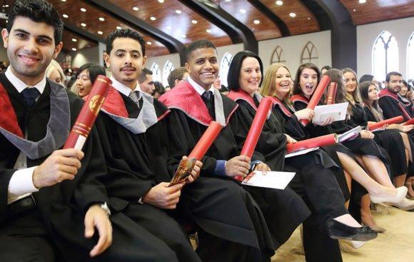 Cursos e Empregos graduates_graduation_page-580x367 FUNVIC Bolsas de Estudo para Graduação 2016
