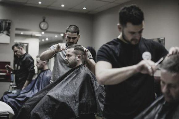 Cursos e Empregos iStock_000066745339_Large-580x387 Cursos Gratuitos em Andradina 2016  Cursos e Empregos 076stasi-barbers-London-barber-course-barber-course-NVQ-Barber-course-barber-academy--580x387 Cursos Gratuitos em Andradina 2016