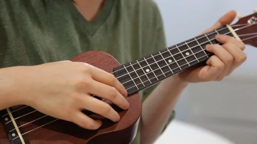 cómo aprender a tocar el ukulele