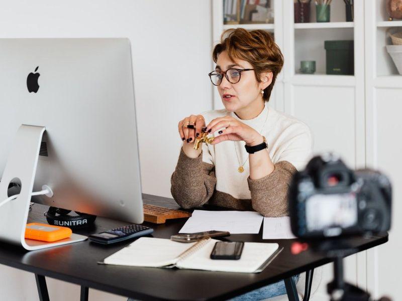 Plataforma Online permite se capacitar com cursos online e ainda ganhar dinheiro