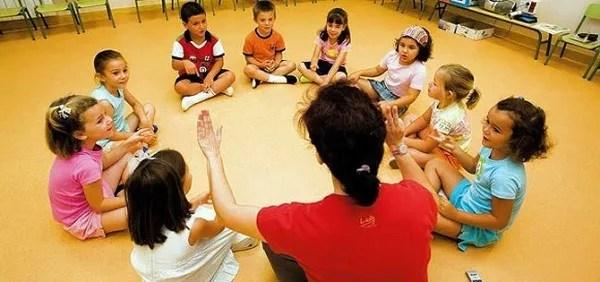 Resultado de imagen para profesora jardin infantil