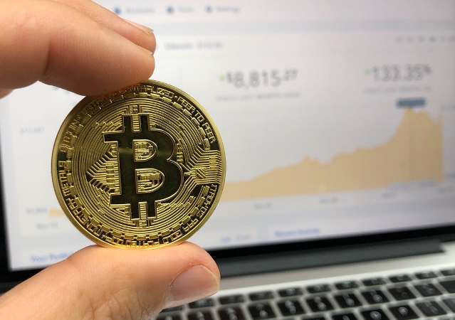 Bitcoins: Nu instappen en kopen of wegblijven?