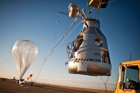 red-bull-stratos-balloon-03