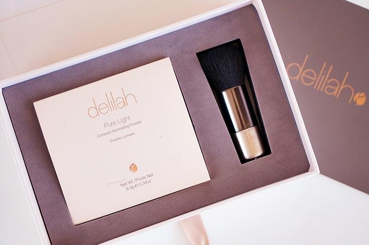 delilah cosmetics pure light compact illuminating powder aura 1 - delilah Cosmetics | Pure Light compact illuminating powder Aura