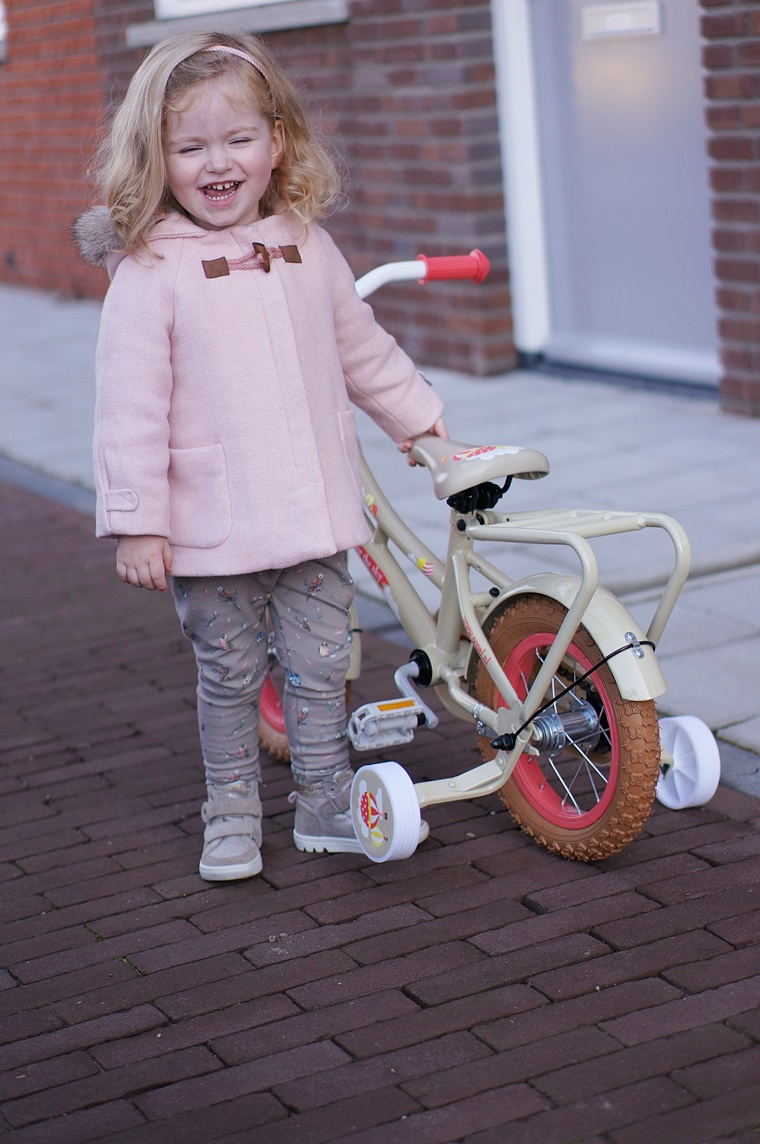 popal kinderfiets 1 - Kids Talk | Shae's eerste echte fiets