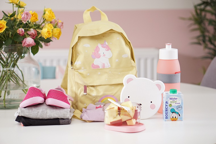 inhoud rugzak basisschool 1 - Mama & Kind | Wat zit er allemaal in Shae's rugzak voor de basisschool?