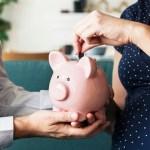 Geldzaken | Tips om als ouders op de vaste lasten te besparen