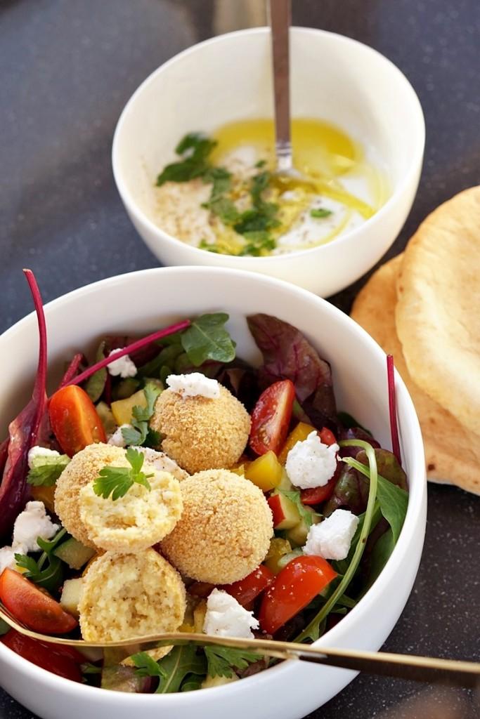 couscousballetjes recept 1 - Food   Salade met pittige couscousballetjes en geitenkaas