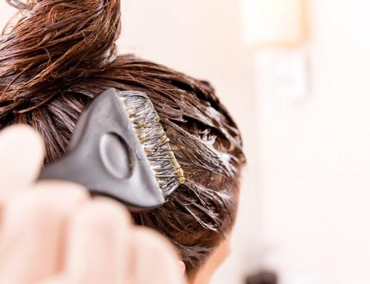 zelf haren verven (uitgroei verbergen, haarverf kopen, stappenplan haren verven)