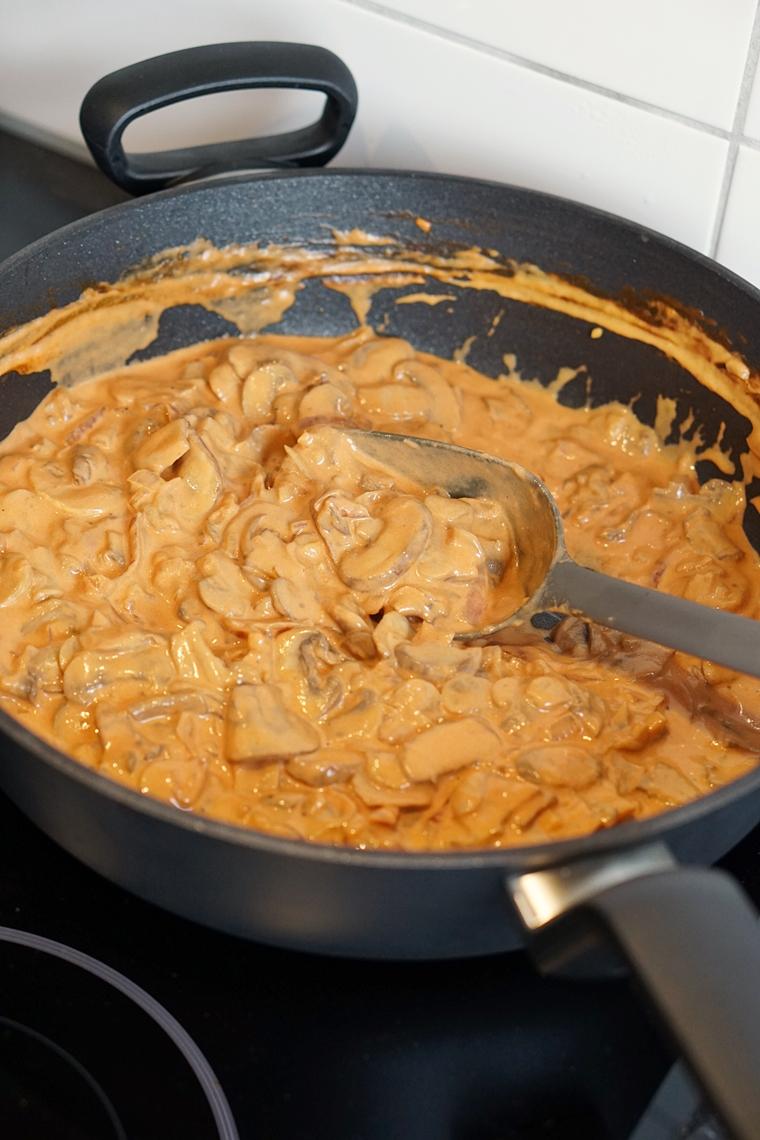 paddenstoelen stroganoff recept koken inductie bk pannen 3 - Recept | Romige paddenstoelen stroganoff
