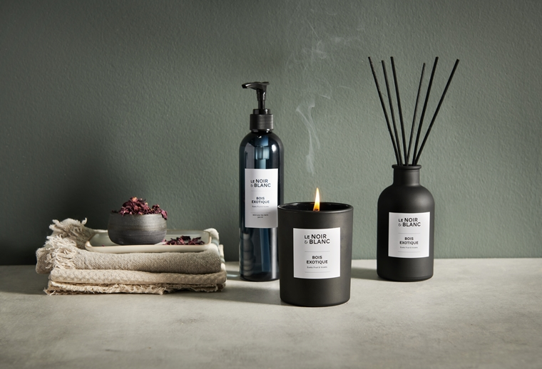 karwei le noir blanc geurstokjes geurkaars 4 - Interieurtip | Karwei lanceert Le Noir & Blanc woongeurlijn