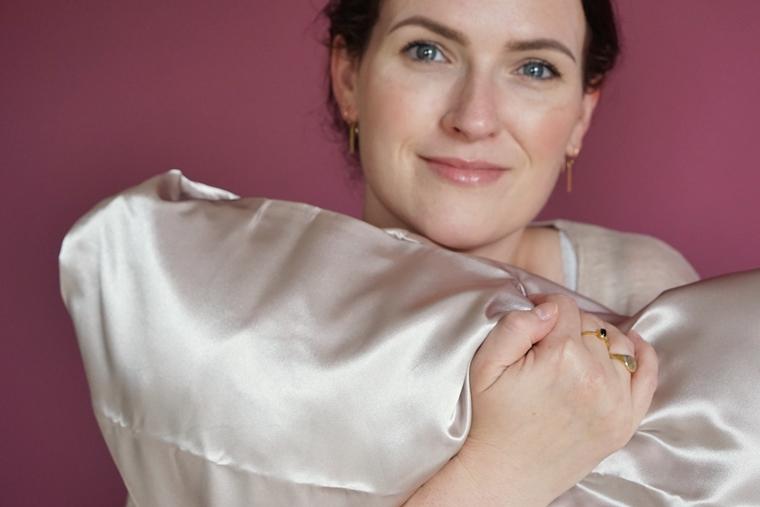 beauty pillow review satijnen kussensloop 2 - Win een Beauty Pillow kussensloop (een musthave voor haar & huid)