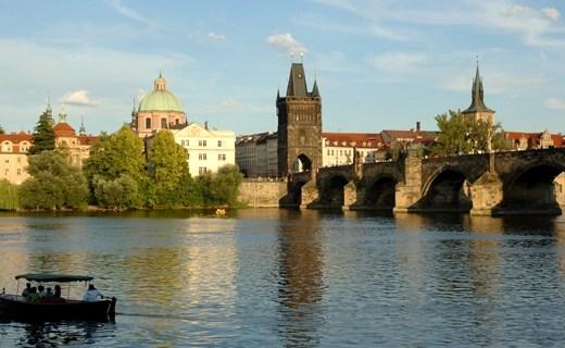 Karelsbrug Praag smal - Travel   Stedentrip naar Praag!