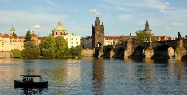 Karelsbrug Praag smal