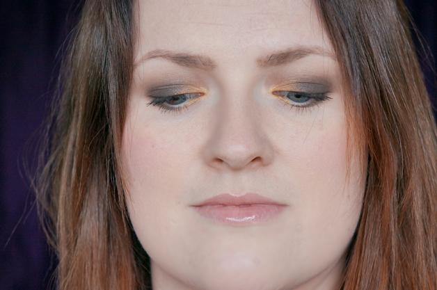 MAC Maleficent make up look 1 - MAC Maleficent palette & Penultimate eye liner