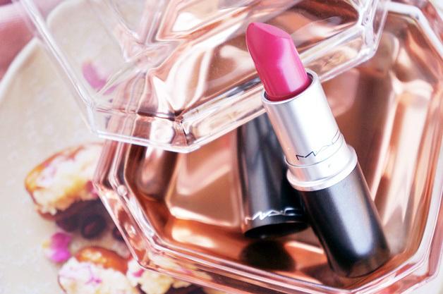 mac is beauty preening diva ish review swatches 31 - Favoriete beautyproducten maart 2015