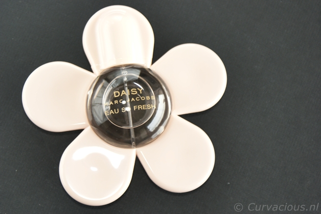 marcjacobsesf1 - Marc Jacobs | Daisy Eau so Fresh petite flower on the go!