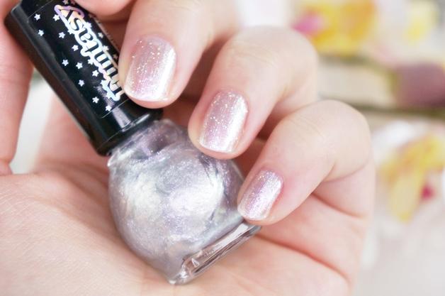 miss-sporty-funtasy-holographic-nail-polish-3