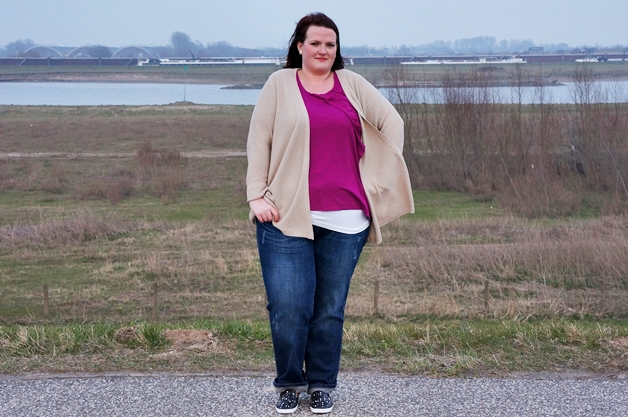 Plussize outfit | Magenta ruffles