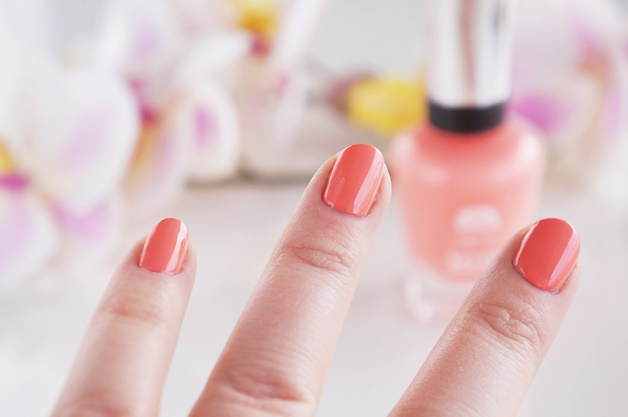 sally hansen complete salon manicure peach of cake belle of the ball review swatches 3 - Sally Hansen | Peach of Cake & Belle of the Ball