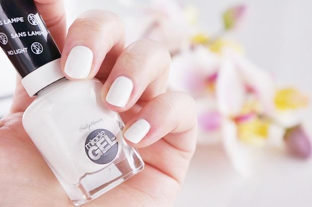 sally hansen get mod 3 - Inspiratie | Witte nail art (en de perfecte witte nagellak)
