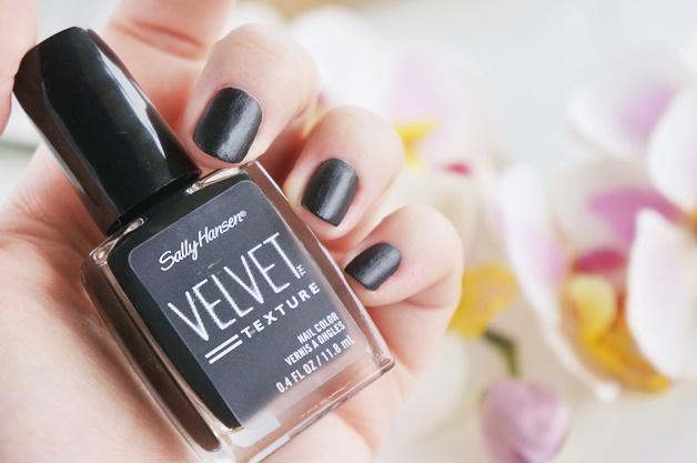 sally hansen velvet texture luxe lace review swatches 2 - Sally Hansen | Velvet Texture & Luxe Lace nagellak