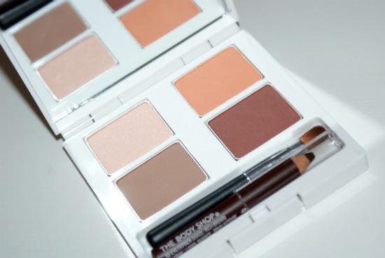 tbsbrushwithfashionpalette2 - Review: The Body Shop eye palette Boho Beauty