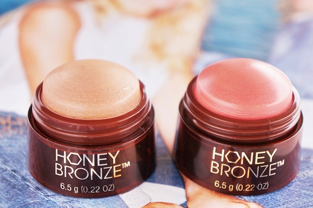 the body shop honey bronze highlighting dome review swatches 1 - The Body Shop | Honey Bronze highlighting dome
