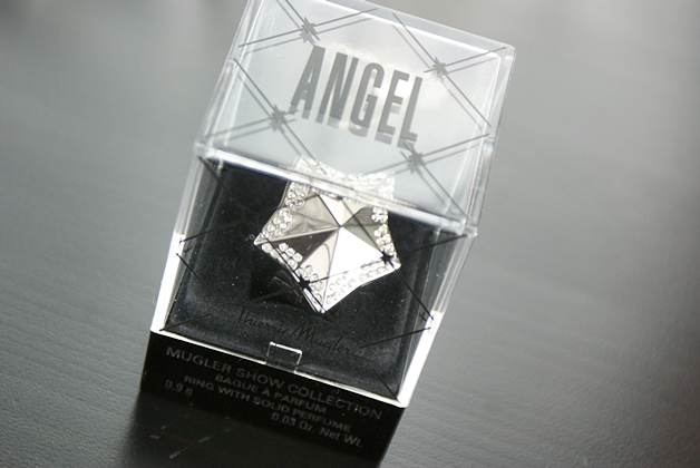 thierrymuglerangelring1 - Thierry Mugler show collection | Angel, perfume in a ring