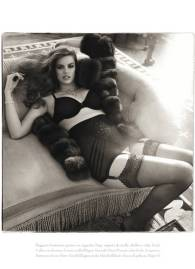 Vogue-Robyn-Lawley