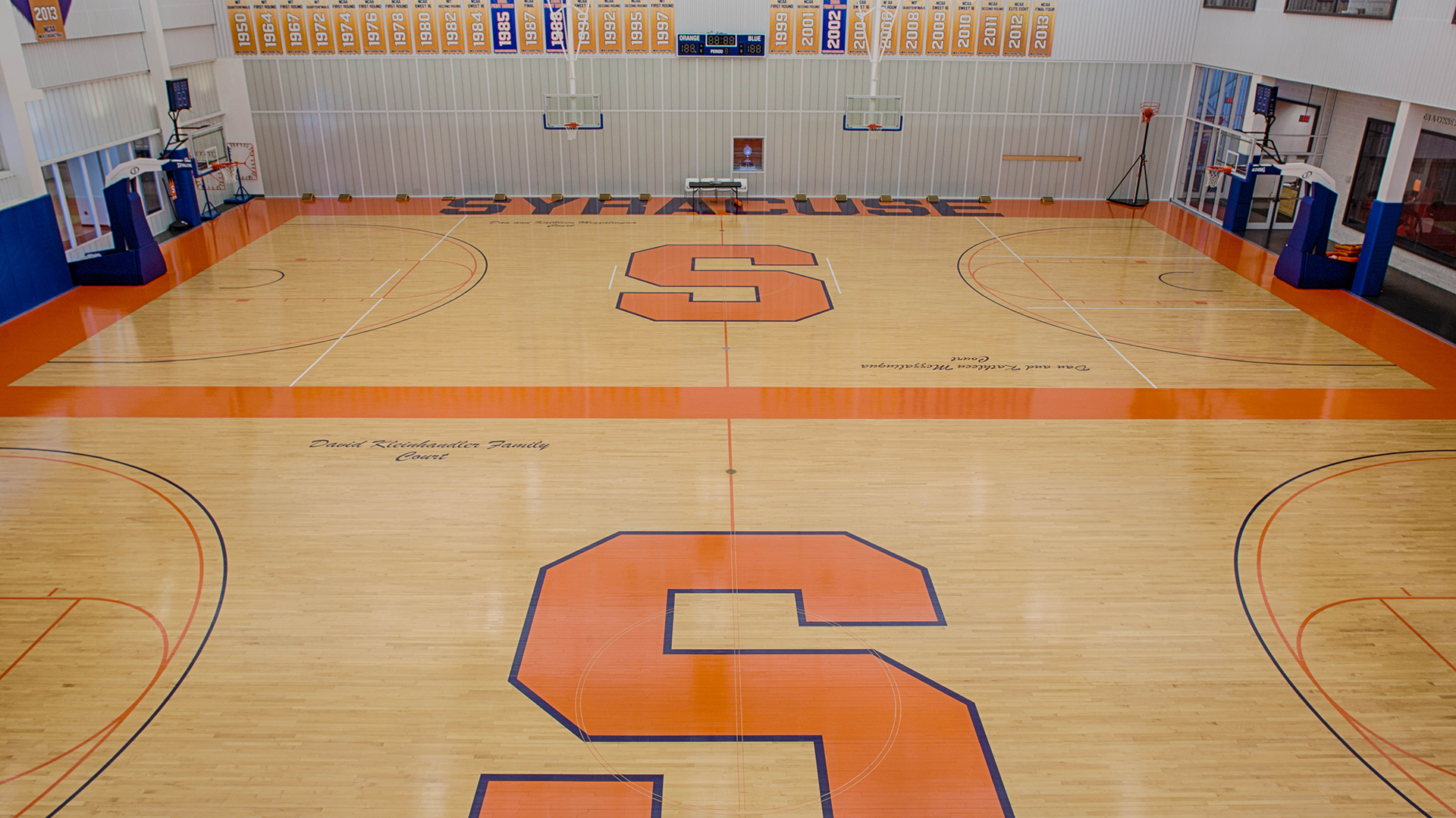 Syracuse Basketball Court Why Do People In Central New York Go Nuts Over Syracuse Basketball Troy Nunes Is An Absolute Magician The Newly Designed Basketball Court In The Carrier Dome Organisme