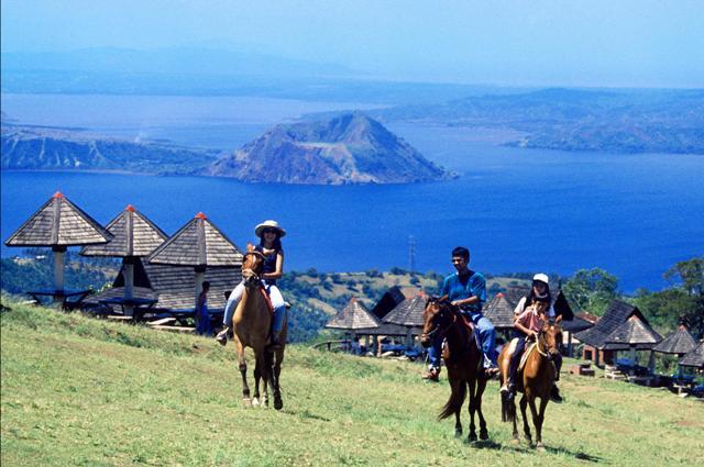 Horseback Riding in Tagaytay at the Picnic Grove