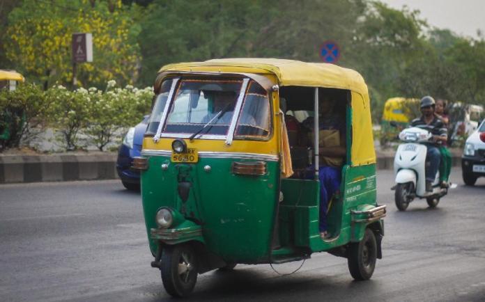 getting around, bus, rickshaws, india, delhi