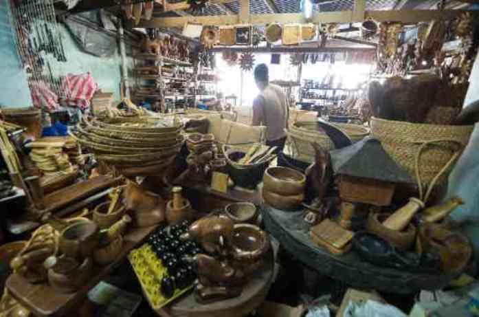 ifugao woodcarvers village, baguio, philippines
