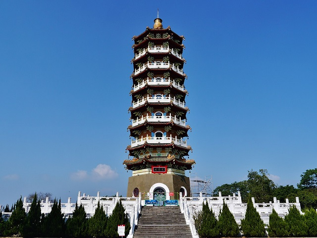 ci-en pagoda, sun and moon lake