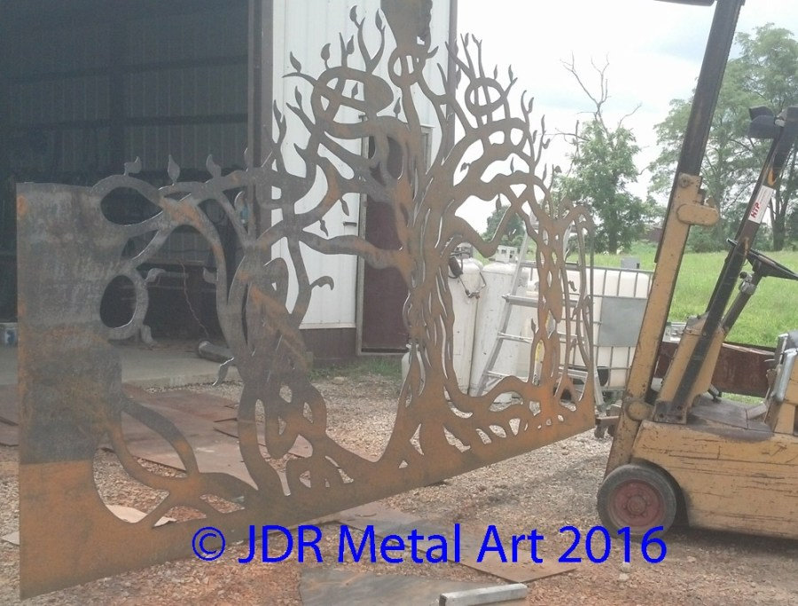 artistic-driveway-gates-with-tree-cutout-by-jdr-metals