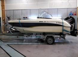 Veneen huolto ja pesu Garagen pesuhallissa