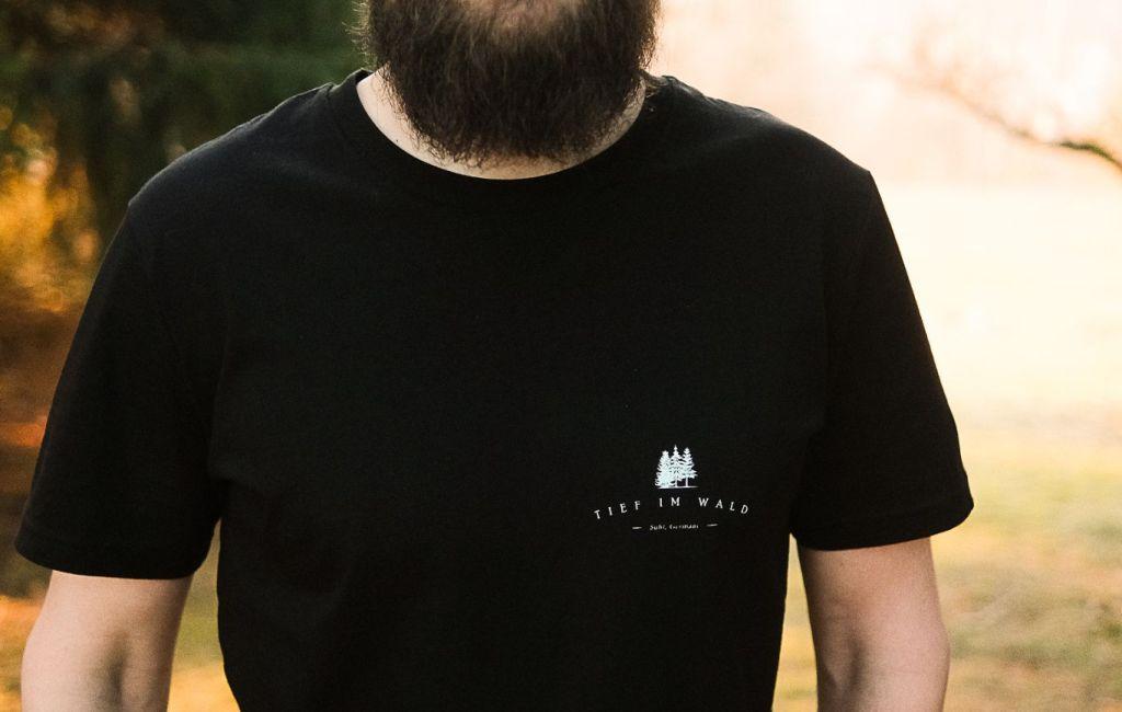 Tief Im Wald – T-Shirt Schwarz *limitiert*