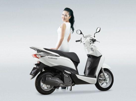 Honda LEAD125 02