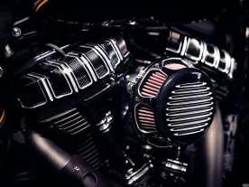 Zur Verschönerung des ohnehin schon hübschen Motors kam die komplette »10-Gauge«-Linie von Arlen Ness zum Einsatz