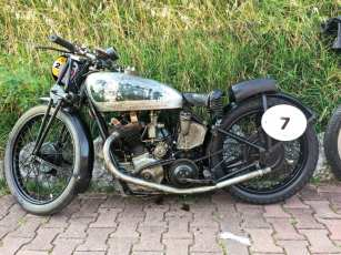 Allein in der Klasse 1 für Maschinen bis 1939 gingen 50 Motorräder an den Start …
