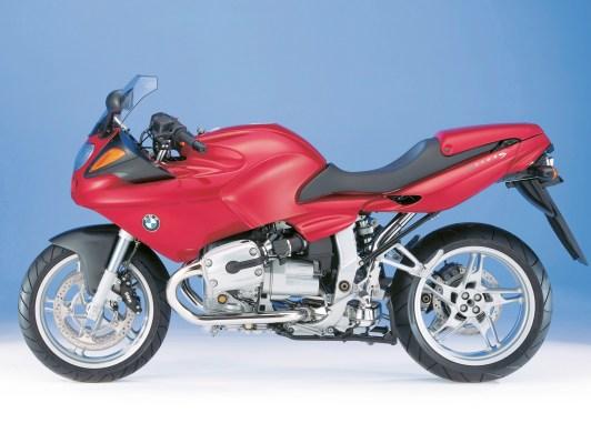 Ende 1998 präsentierte BMW Motorrad die R 1100 S und bezeichnete sie damals als den ersten Supersportler seit über fünfzig Jahren